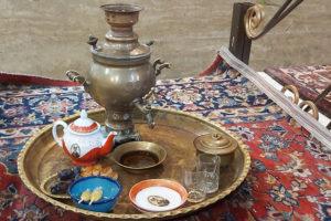 Стандартная подача чая в загородном тегеранском ресторане.