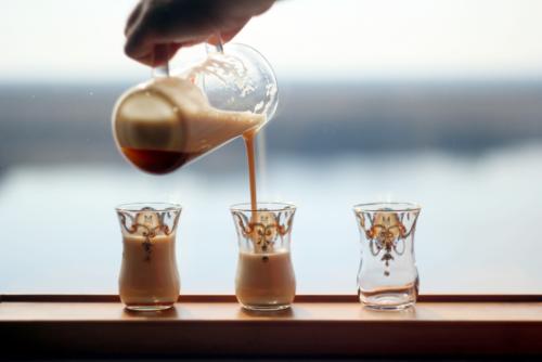Выдержанный белый чай с пеной.