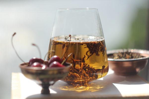 Непальский белый чай с черешней.