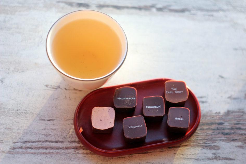 Веджвудовская пиалка, конфетки Пьера Марколини и какой-то чай.