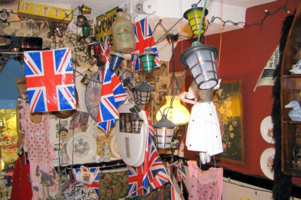 Интерьер чайной The Tea Cosy (Брайтон, Великобритания) в 2010 году. В настоящее время чайная закрыта