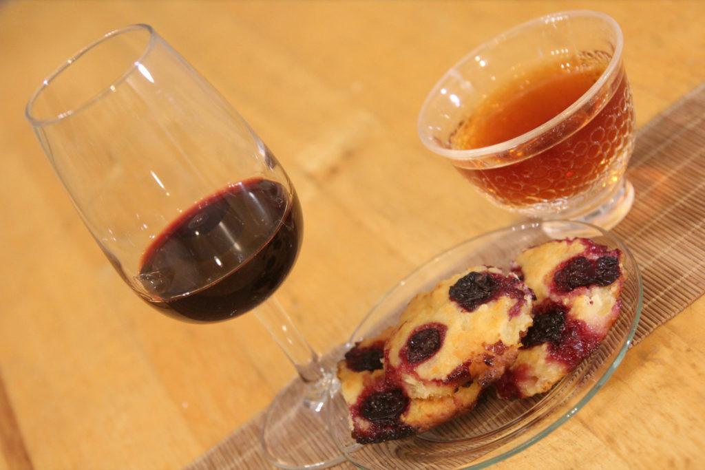 Черный чай, руби-портвейн и элитные сырники с черной смородиной
