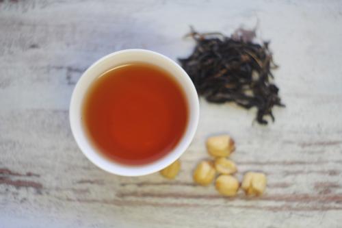 Черный лотосовый вьетнамский чай с семенами лотоса. © Ольга Никандрова