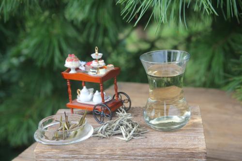 Цейлонский белый чай и кукольная тележка. © Ольга Никандрова