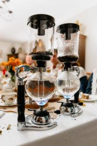 Сифонизация черного чая с бархатцами и ванилью. Фото: Гостевой дом «У Покровки»
