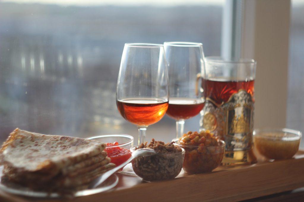 Чай, херес и блины с начинками. © Ольга Никандрова